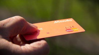 kreditní a debetní kartou