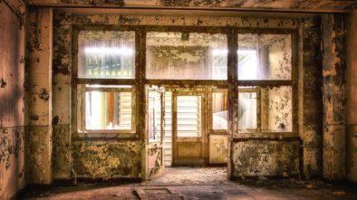 Jaká úskalí vás čekají při koupi staršího domu?