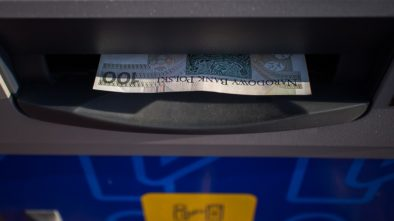 Češi využívají vkladové bankomaty, měsíčně do nich vkládají miliardy