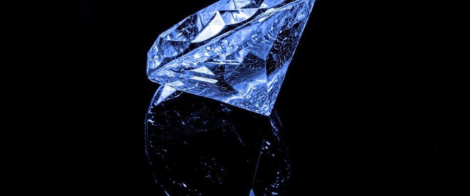 Diamanty jsou symbolem luxusu. Proč jsou však tak drahé?